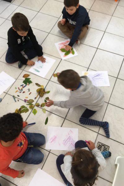 Malen mit Herbstblättern